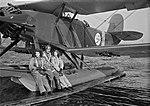 V.L. R.29 Ripon IIF RI-150 ja koelentäjä W.O.A. Siltavuori Härmälässä syyskuussa 1941 (35547403906).jpg