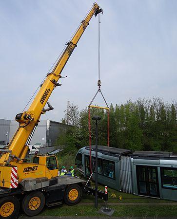 Valenciennes & Anzin - Déraillement de la rame de tramway n° 17 à la sortie du dépôt de Saint-Waast le 11 avril 2014 (008).JPG