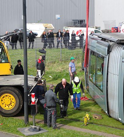 Valenciennes & Anzin - Déraillement de la rame de tramway n° 17 à la sortie du dépôt de Saint-Waast le 11 avril 2014 (028).JPG