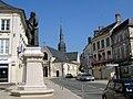 Villers-Cotterêts statue et église 1a.jpg