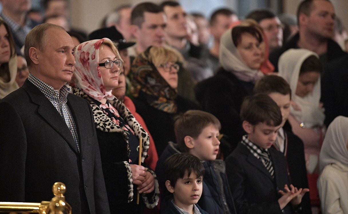 Vladimir Putin at Christmas service at the Church of Simeon and Anna (St. Petersburg; 2018-01-07) 09.jpg