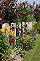 Vlameringhe Military Cemetery - bloemenpracht.jpg
