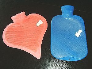 Deutsch: wärmflaschen, hot-water bottles, aus ...
