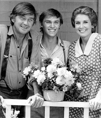 Ralph Waite - From The Waltons (1972), L-R: Ralph Waite, Richard Thomas, and Michael Learned