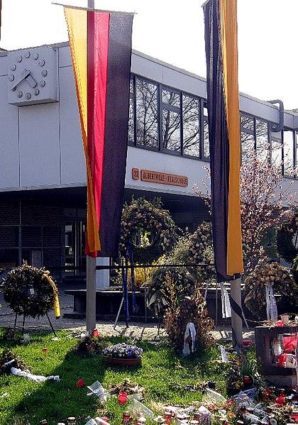 File:Winnenden Schule 03 (RaBoe).jpg