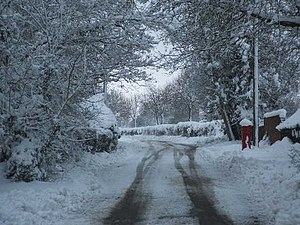 Wormshill - View north up The Street after the unusual heavy snowfall of March 2005