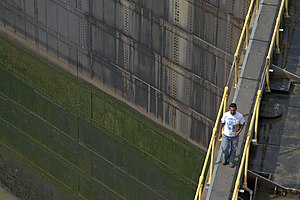 Worker on the Miraflores locks, Panama-Canal, ...