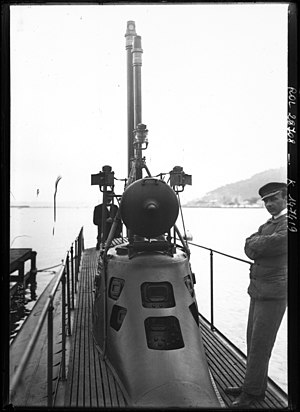 Xiphias submarine tower 1913.jpeg