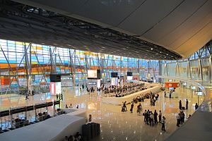 Zvartnots International Airport - Check-in hall