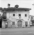 Zapuščen hiša na trgu v Dutovljah 1969.jpg