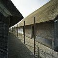 Zicht op de linker zijgevel van de (rechter boerderij gezien vanaf de IJsseldijk) - Welsum - 20387050 - RCE.jpg