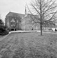 Zuidgevel en zijgevel van de kapel met dakruiter - Deursen-Dennenburg - 20335587 - RCE.jpg