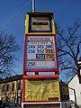 Řeporyjské náměstí, autobusová zastávka (01).jpg