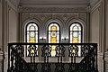 Дом вице-губернатора, чугунные ограждения лестницы и витражи на втором этаже здания.jpg