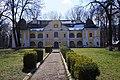Палац Перені у парку 01.jpg