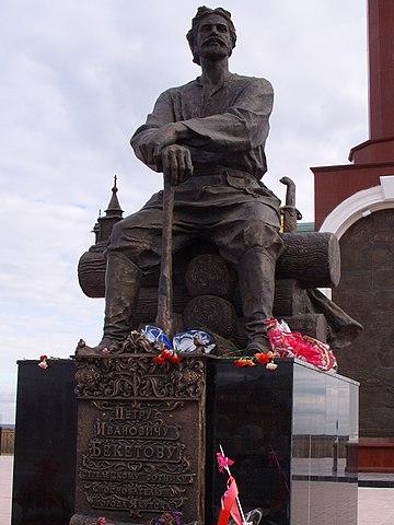 Памятник Петру Бекетову в Якутске