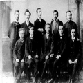 אגודת פועלים חלוצים בברודי מימין - יושבים - שור מאיבלום קרמרוש יוסף קו-PHG-1018177.png
