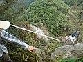十二栋靠近顶峰处绳索登山 - panoramio.jpg