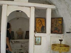 027 Το εσωτερικό του Σταυρού της Ράχης.jpg