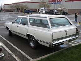 1965 Oldsmobile Vista Cruiser, rear left (3544082658).jpg