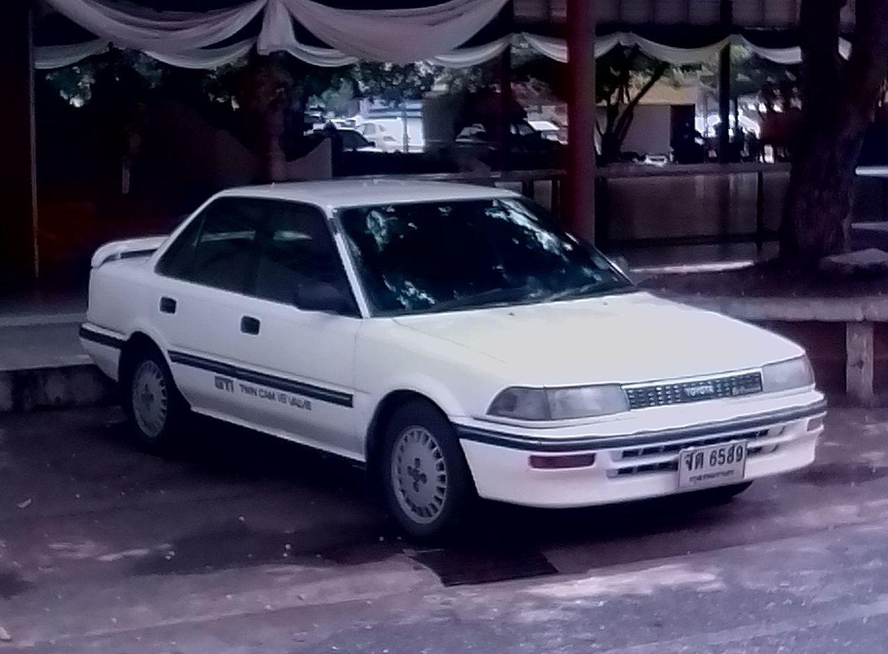 File:1990-1991 Toyota Corolla (AE92) GTi Twin Cam 16 Valve sedan ...
