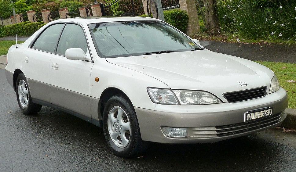 1996-1999 Lexus ES 300 (MCV20R) LXS sedan (2011-10-25) 01a