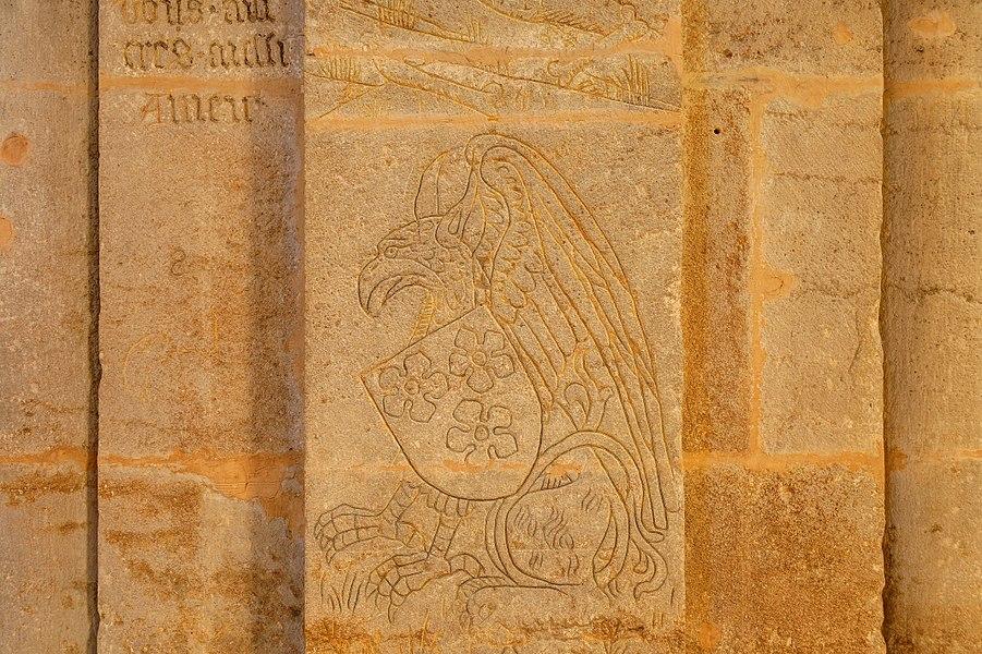 This file was uploaded  with Commonist.         This photograph was taken with a Nikon D300.    Cathédrale Saint-Mammès de Langres: gravure sur un des piliers (HDR).