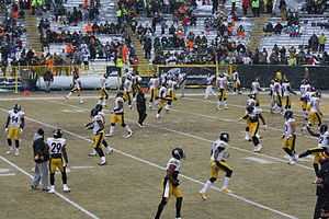 2013 Pittsburgh Steelers season - Players warming up before Week 16 at Green Bay