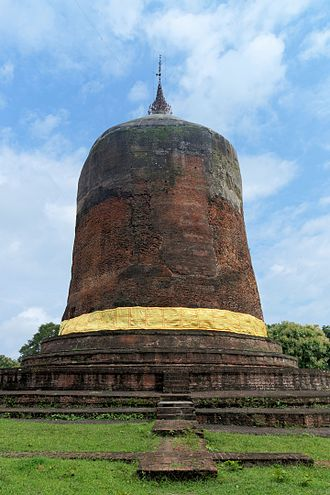 Myanmar architecture - The Bawbawgyi Pagoda is a Pyu-style stupa in Sri Ksetra.
