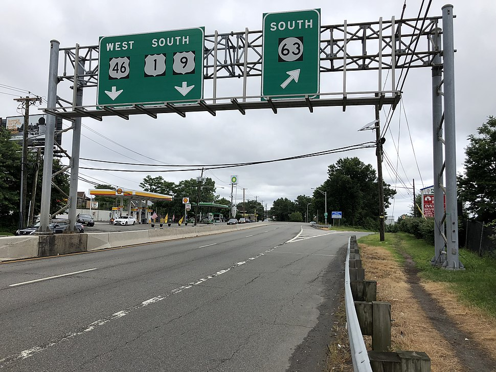 2018-07-22 10 07 44 View south along U.S. Route 1 and U.S. Route 9 and west along U.S. Route 46 at the exit for New Jersey State Route 63 SOUTH in Fort Lee, Bergen County, New Jersey