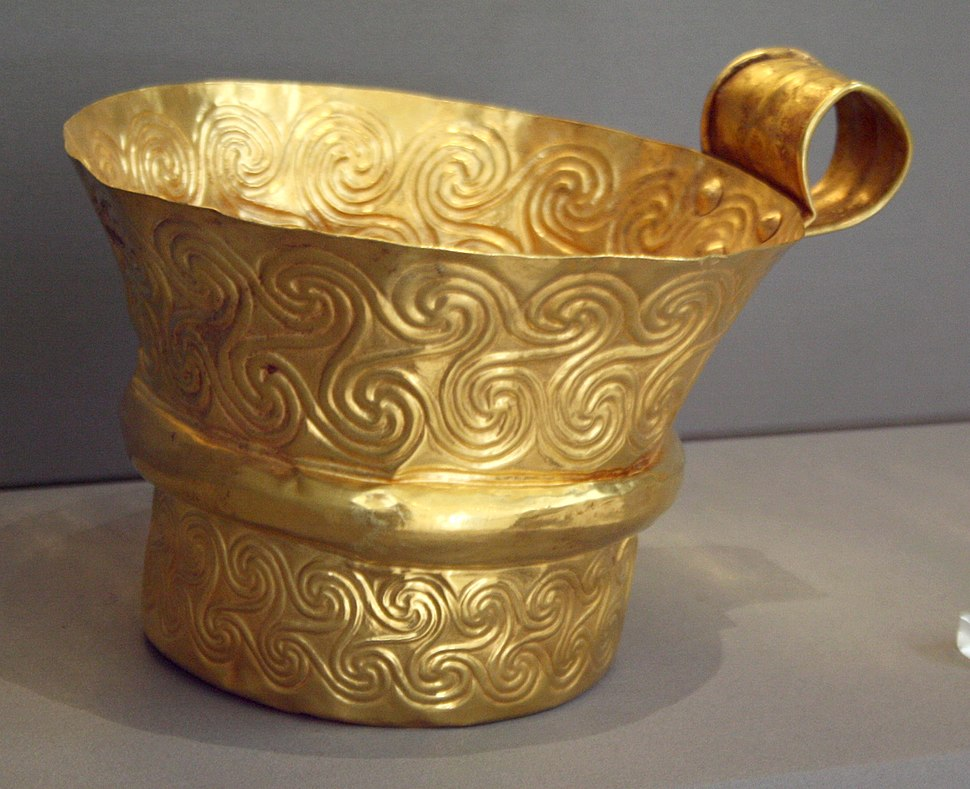 6257 - Archaeological Museum, Athens - Gold cup from Mycenae - Photo by Giovanni Dall'Orto, Nov 10 2009