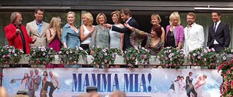 Pierce Brosnan - Brosnan (2nd from the left) with the cast of Mamma Mia! and ABBA (1st, 5th, and 6th from left and 2nd from right)