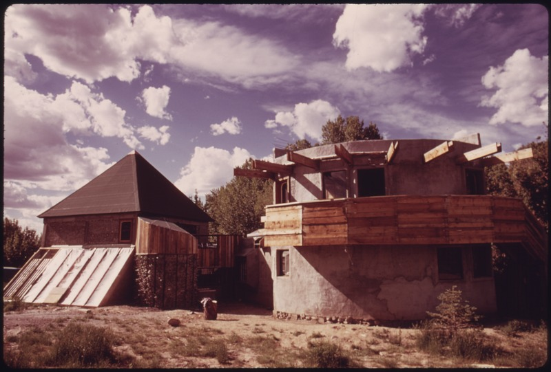 File:ARCHITECT AND EXPERIMENTAL HOUSE BUILDER MICHAEL REYNOLDS LIVES IN THIS STRUCTURE WHICH IS A COMPENDIUM OF HIS... - NARA - 556619.tif