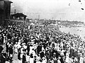 A crowd at Sunnyside 1914.jpg