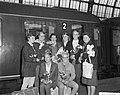 Aankomst op Centraal Station te Amsterdam, de zwemsters van HDZ, Bestanddeelnr 914-1491.jpg