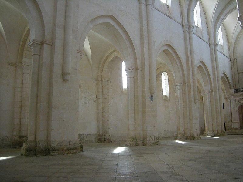 Bon Mardi 800px-Abbaye_de_Pontigny_-_Nef_de_l%27abbatiale_01