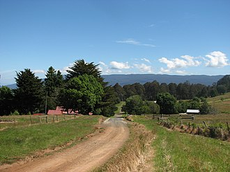 Aberfeldy, Victoria - Approach to the town from the north
