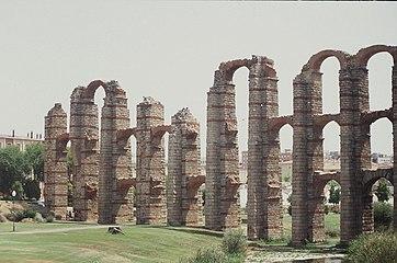 Acueducto de Mérida.jpg