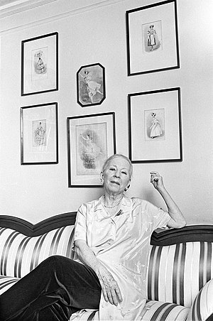 Agnes de Mille - Agnes de Mille in her apartment in 1978 photographed by Lynn Gilbert