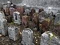 Alte Grenzsteine innerhalb der Ringmauer der Wehrkirche St. Arbogast.jpg