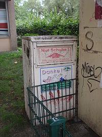 Altkleider-Container-Balance-Gesellschaft-für-Wiederverwertung-Schuhe.jpg