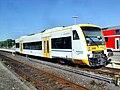 Alzeyer Bahnhof- auf Bahnsteig zu Gleis 4- Richtung Mainz (RB Stadler Regio-Shuttle RS1- VEN 650 132 Elwetritsche) 22.7.2009.jpg