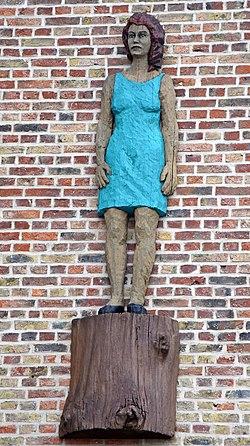 Amiens-la femme à la robe verte (Stephan Balkenhol).jpg