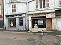 Anciennes boutiques à Bourg-en-Bresse (Ain, France), rue de la République.JPG