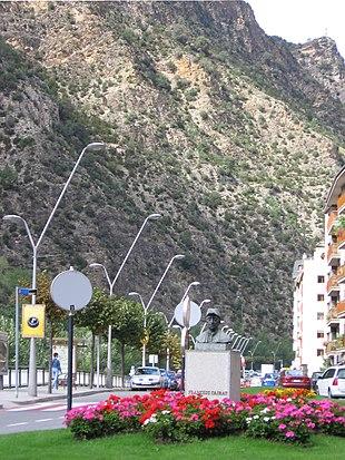 """<a href=""""http://search.lycos.com/web/?_z=0&q=%22Bust%20%28sculpture%29%22"""">Bust</a> of <a href=""""http://search.lycos.com/web/?_z=0&q=%22Francesc%20Cairat%22"""">Francesc Cairat</a> near the street in Sant Julià de Lòria"""