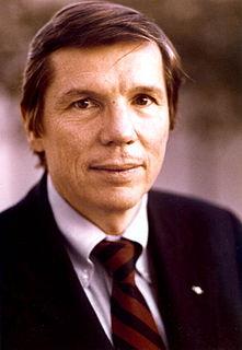 Andy Ireland American politician
