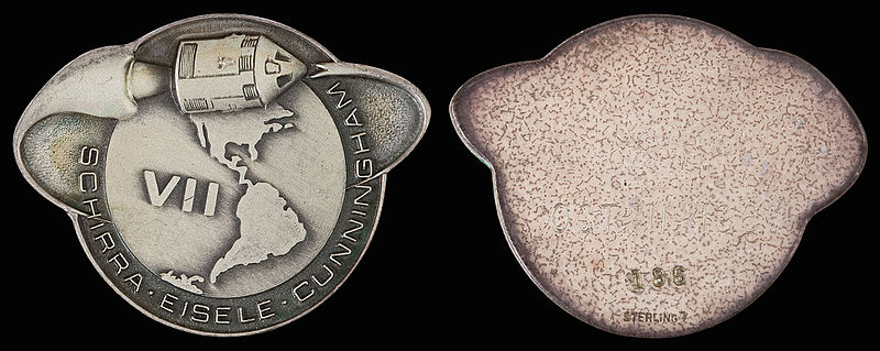 File:Apollo 7 Flown Robbins Medallion (SN-186).jpg