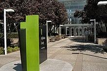 Ingresso della sede centrale a Cupertino, in California