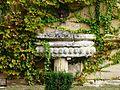 Aubas Sauveboeuf vestiges fontaine.jpg