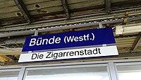 Bahnhofsschild Bünde Die Zigarrenstadt 180303.jpg